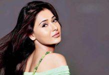 sara khan lip surgery